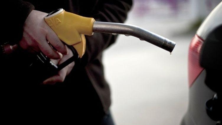 Le super sans plomb 95 a dépassé 1,53 euro/litre en moyenne la semaine  passée, un plus haut niveau historique. (AFP - Jeff Pachoud)