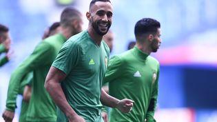 Le défenseur de la Juventus de Turin, Mehdi Benatia, ici lors d'une séance d'entraînement à Saint-Pétersbourg (Russie), fait partie des nombreux binationaux qui composent l'équipe du Maroc. (CHRISTOPHE SIMON / AFP)