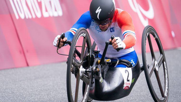 Loïc Vergnaud sur le contre-la-montre des Jeux paralympiques de Tokyo dans la catégorie H5, mardi 31 août. (YONATHAN KELLERMAN / France Paralympique)