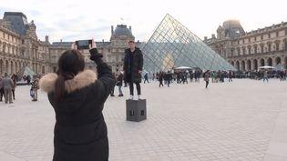 En 2018, 10,2 millions de visiteurs ont arpenté les galeries du Louvre. (CAPTURE D'ECRAN FRANCEINFO)