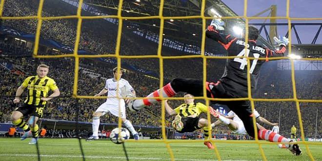 L'ouverture du score de Robert Lewandowski face aux Madrilènes Diego Lopez, Pepe et Coentrao
