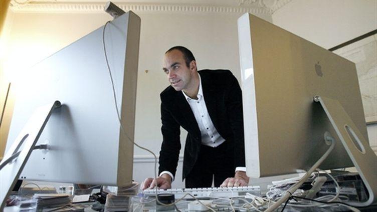 Loïc Le Meur (entre deux ordinateurs) (AFP/FRANCK FIFE)