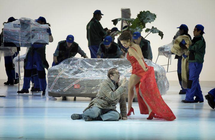 Michele Pertusi (Don Pasquale) et Nadine Sierra (Norina)  (Vincent Pontet/Opéra national de Paris)