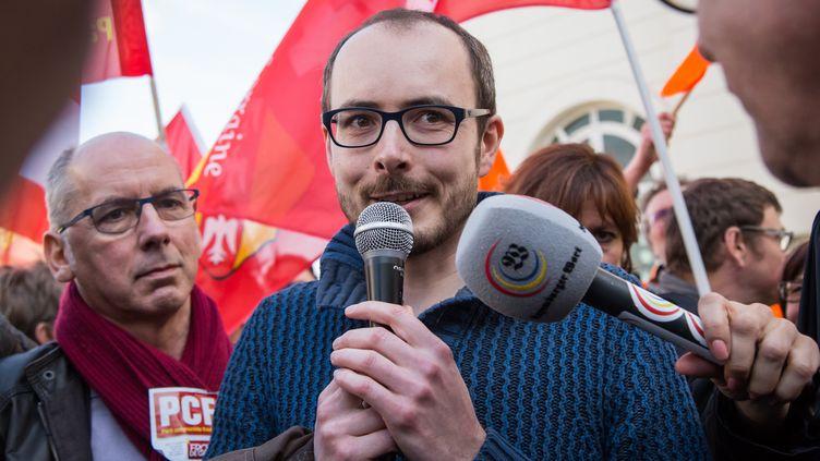 Le lanceur d'alerte Antoine Deltour s'exprime après sa condamnation en appel, le 15 mars 2017, à Luxembourg (Luxembourg). (AURORE BELOT / AFP)