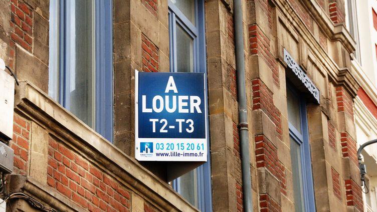 Un panneau sur un immeuble de Lille (Nord), le 11 mars 2015. (  MAXPPP.)