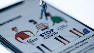 L'application française de traçage des malades duCovid-19, StopCovid. (JOEL SAGET / AFP)