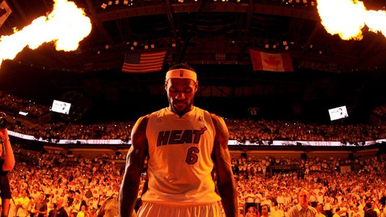 LeBron James (ISSAC BALDIZON / NBAE / GETTY IMAGES)