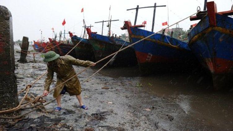 Le Vietnam se prépare à l'arrivée de la tempête tropicale Nesat. (HOANG DINH NAM / AFP)