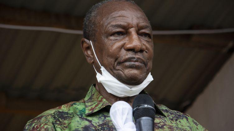 Le président guinéen Alpha Condé, lors d'un meeting de campagne en octobre 2020. (CAROL VALADE / AFP)