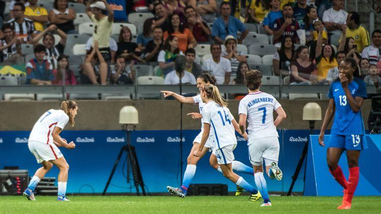Les Américaines célèbrent le but de Carli Lloyd contre la France  (GUSTAVO ANDRADE / AFP)