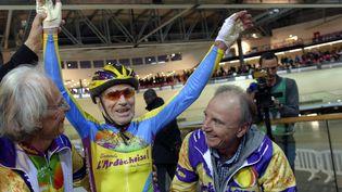 Robert Marchand, le plus vieux cycliste du monde, en janvier 2014 au vélodrome de Saint-Quentin-en-Yvelines (LIONEL BONAVENTURE / AFP)