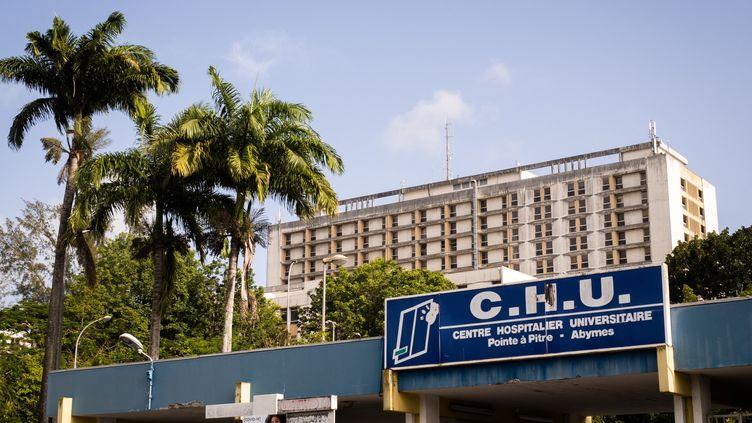 Le CHU de Pointe-à-Pitre (Guadeloupe), le 3 septembre 2021. (CARLA BERNHARDT / AFP)