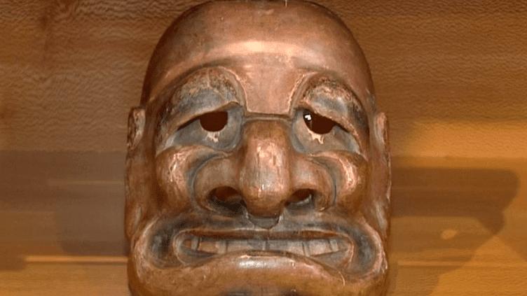 L'étrange ressemblance d'un masque japonais du 18e siècle avec la marionnette de l'ancien président français  (France 3 Culturebox)