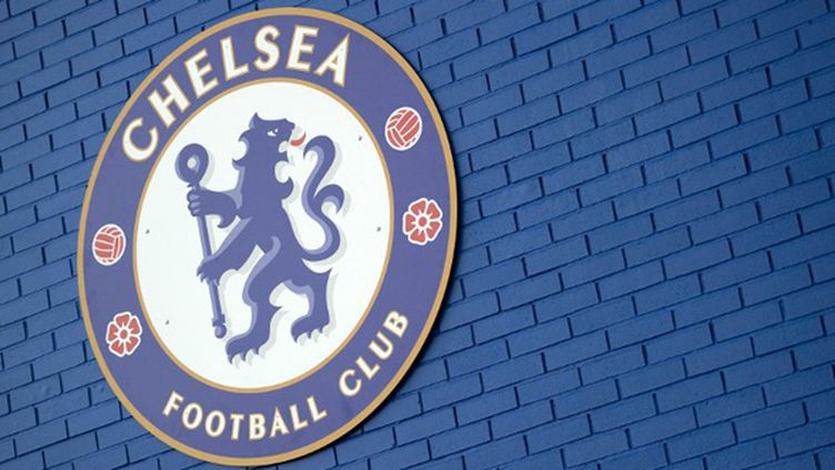 L'écusson du Chelsea FC (ADRIAN DENNIS / AFP)