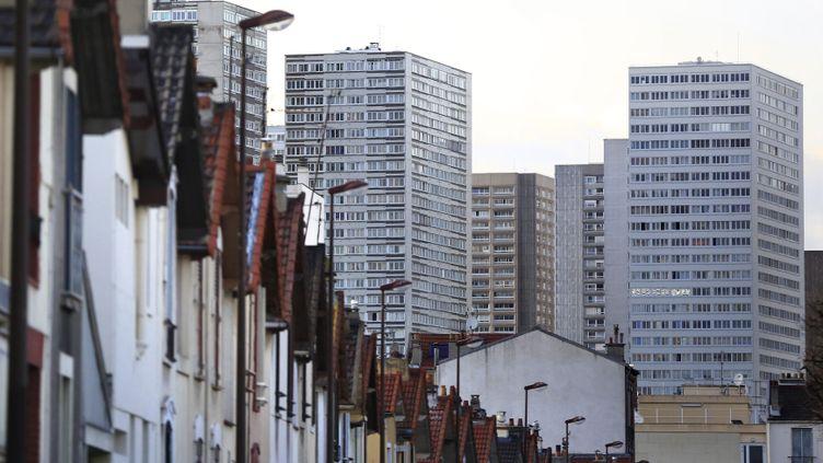 (Certains ménages logés en HLM ont des revenus qui dépassent largement les seuils fixés © MaxPPP)