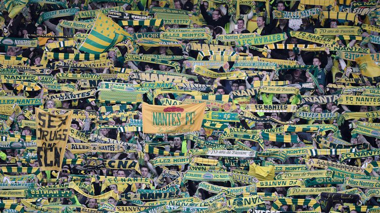 Des supporters nantais lors du match Nantes-PSG, le 3 mai 2015 au stade de la Beaujoire, à Nantes (Loire-Atlantique). (JEAN-SEBASTIEN EVRARD / AFP)
