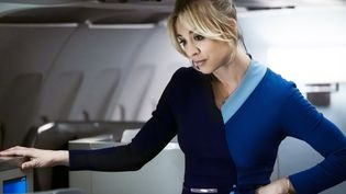 "Kaley Cuoco est l'hôtesse de l'air de ""The Flight Attendant"". (PHIL CARUSO@2019 HBO WARNER TV)"