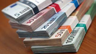 Jusqu'à présent, les consommateurs pouvaient payer leurs achats en espèces ou au moyen de monnaie électronique jusqu'à 3 000 euros lorsque le débiteur est résident en France. ( AFP )