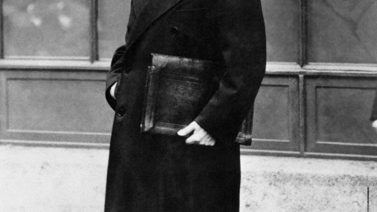 Le maréchal Philippe Pétain quitte le palais de l'Elysée en 1934. (INP / AFP)