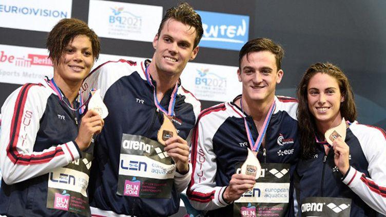 Le relais mixte français avec Coralie Balmy, Clément Mignon, Grégory Mallet et Ana  Santamans  (DAMIEN MEYER / AFP)