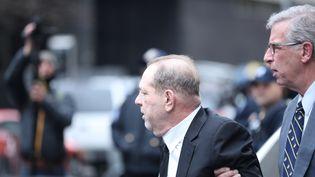 Harvey Weinstein arrive à son procès pour viols et agressions sexuelles à New York (Etats-Unis), le 6 janvier 2020. (TAYFUN COSKUN / ANADOLU AGENCY / AFP)
