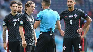 Après la faute de Dejan Lovren (droite), les Croates ont tout fait pour éviter de concéder un penalty, en vain. (PAUL ELLIS / POOL)