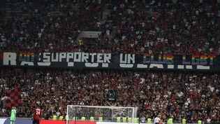 L'une des banderoles homophobes déployées pendant le match de football Nice-Marseille, le 28 août 2019 à l'Allianz Riviera. (VALERY HACHE / AFP)