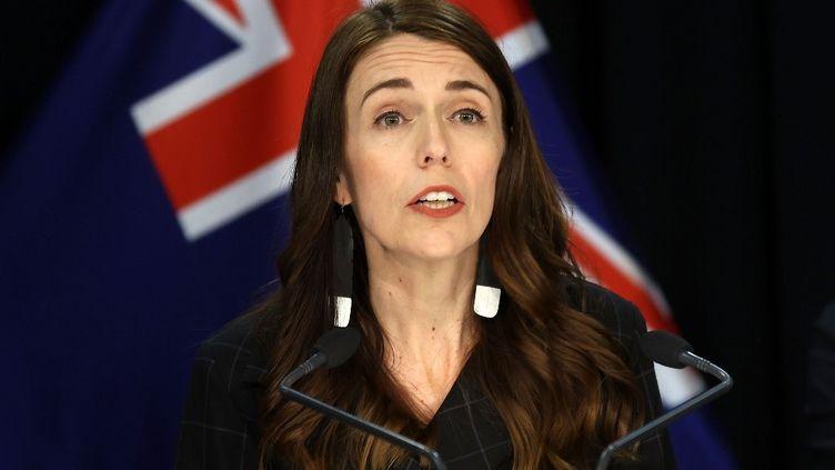 La Première ministre néo-zélandaise Jacinda Ardem lors d'une conférence de presse à Wellington, le 30 novembre 2020. (MARTY MELVILLE / AFP)