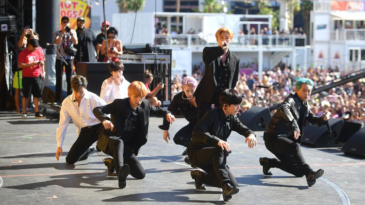 Le group de K-Pop Monsta X sur scène au iHeart Music Festival à Las Vegas (Etats-Unis) le 21 septembre 2019. (MATT WINKELMEYER / GETTY IMAGES NORTH AMERICA)