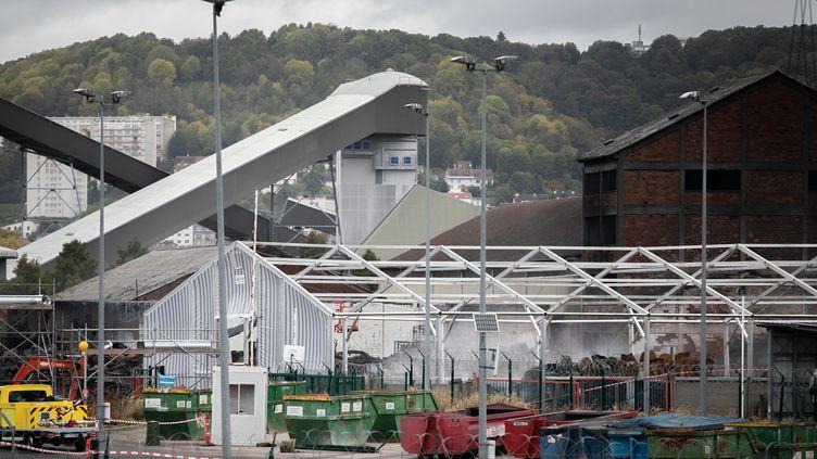 Le site de l'usine Lubrizol de Rouen, le 11 octobre 2019. (LOU BENOIST / AFP)
