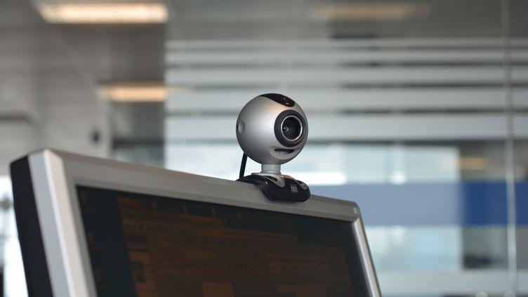 Image montrant une webcam sur un ordinateur (illustration). (MAGAN CRANE / AFP)