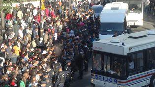 Evacuation par la police d'un campement de migrants dans l'Avenue de Flandreà Paris, le 17 aoôt 2016 (EREZ LICHTFELD / SIPA)