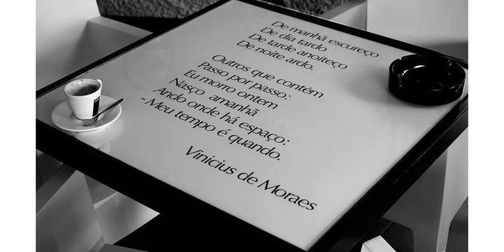 """Les vers deVinícius en version originale  (DR / page Facebook """"Vinícius de Moraes - 100 anos"""")"""