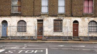 Le8, Royal College Street à Londres, où Verlaine et Rimbaud ontvécu en 1873,photographiéen décembre 2007. La maison, alors menacée de destruction, avait été rachetée par son actuel propriétaire. (JONATHAN HORDLE / REX F / REX /SIPA)