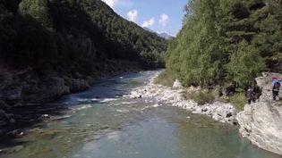 France 3 vous propose de partir à la découverte de la rivière de l'Arc dans la vallée alpine de la Maurienne. Idéal pour les amateurs de sensations fortes et de beaux paysages. (France 3)