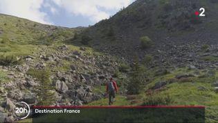 Direction les Alpes. Les journalistes de France Télévisions vous emmènent dans ces villages où le temps semble s'être arrêté. (France 2)
