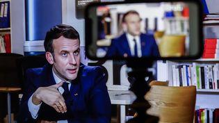 Le président de la République Emmanuel Macron, interrogé par Brut le 4 décembre 2020.  (OLIVIER CORSAN / MAXPPP)