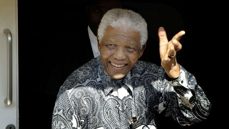 Nelson Mandela, le 20 août 2008, au Cap (Afrique du Sud) pour ses 90 ans. (RODGER BOSCH / AFP)