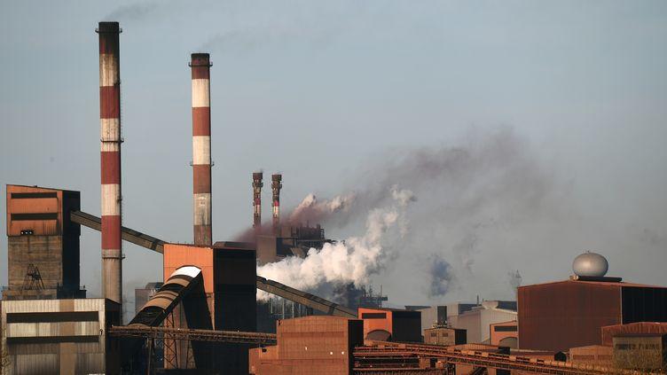 Une usine de Fos-sur-Mer (Bouches-du-Rhône), le 10 mars 2017. (BORIS HORVAT / AFP)