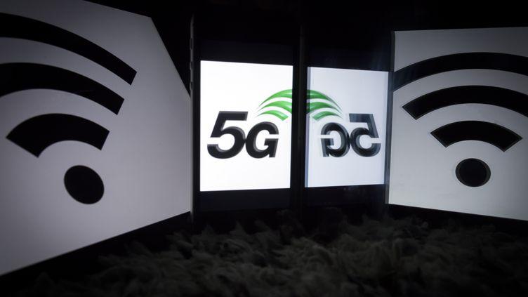 Le logo de la technologie 5G sur une tablette, à Paris, le 18 février 2019, à Paris. (LIONEL BONAVENTURE / AFP)