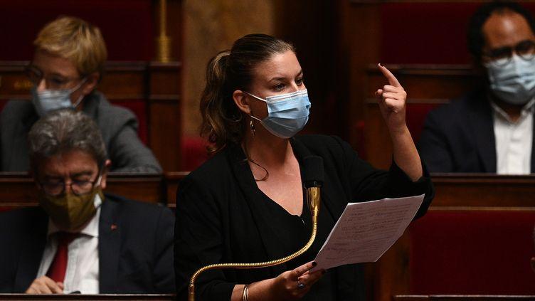 La députée de La France insoumise, Mathilde Panot, lors d'une séance de questions au gouvernement, le 20 octobre 2020 à l'Assemblée nationale. (CHRISTOPHE ARCHAMBAULT / AFP)