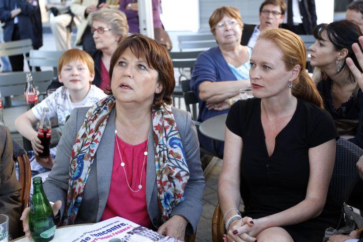 Martine Aubry, alors candidate à la primaire du PS, et Violette Spillebout, sa directrice de cabinet, le 1er juillet 2011 à Lille (Nord). (FRANCK CRUSIAUX / REA)