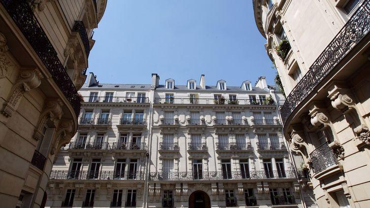Le décret d'encadrement des loyers des logements privés, lors d'une relocation ou d'un renouvellement de bail, pourrait entrer en vigueur dès le 1er août. (THOMAS COEX / AFP)