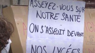 Coronavirus : des lycées bloqués pour critiquer le protocole sanitaire (FRANCEINFO)