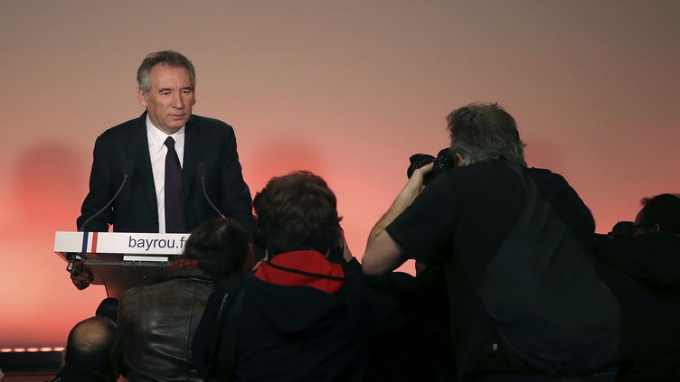 François Bayrou devant la presse, au siège de son parti, à Paris, le 22 février 2017. (JACQUES DEMARTHON / AFP)