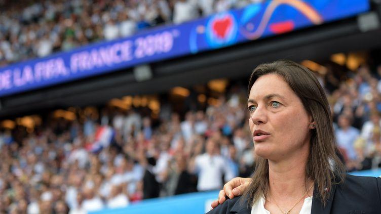 Corinne Diacre, la sélectionneuse des Bleues, avant le match face aux États-Unis, le 28 juin 2019. (MAO SIQIAN / XINHUA)