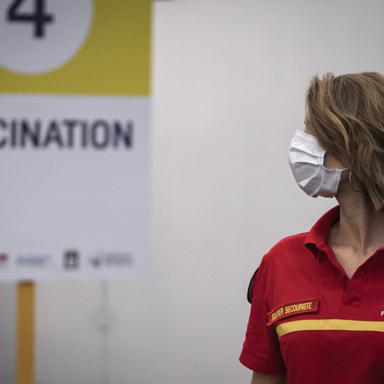 Un centre de vaccinationà Bordeaux (Gironde),le 18 mai 2021. (FABIEN PALLUEAU / NURPHOTO / AFP)
