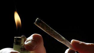 Près de 30 000 euros et de la drogue ont été saisis (illustration). (VALENTINE CHAPUIS / MAXPPP)