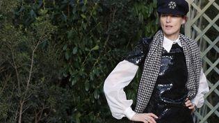 Stella Tenant en 2018 lors du défilé Chanel Haute couture Printemps/été. (FRANCOIS GUILLOT / AFP)