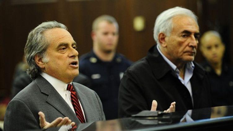 Benjamin Brafman (g) plaide pour que son client Dominique Strauss-Kahn soit libéré sous caution, le 16 mai 2011. (AFP - Emmanuel Dunand)